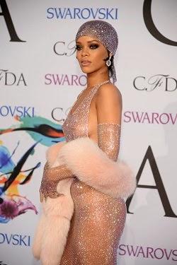 Rihanna wins Fashion Icon Awards at CFDAs