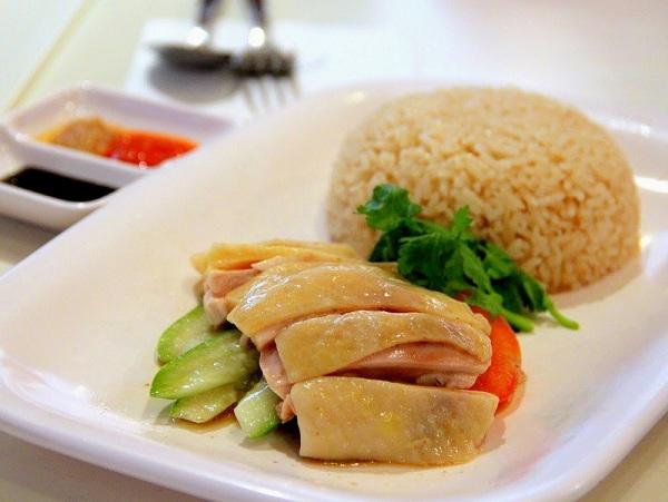 Thưởng thức cơm gà Singapore