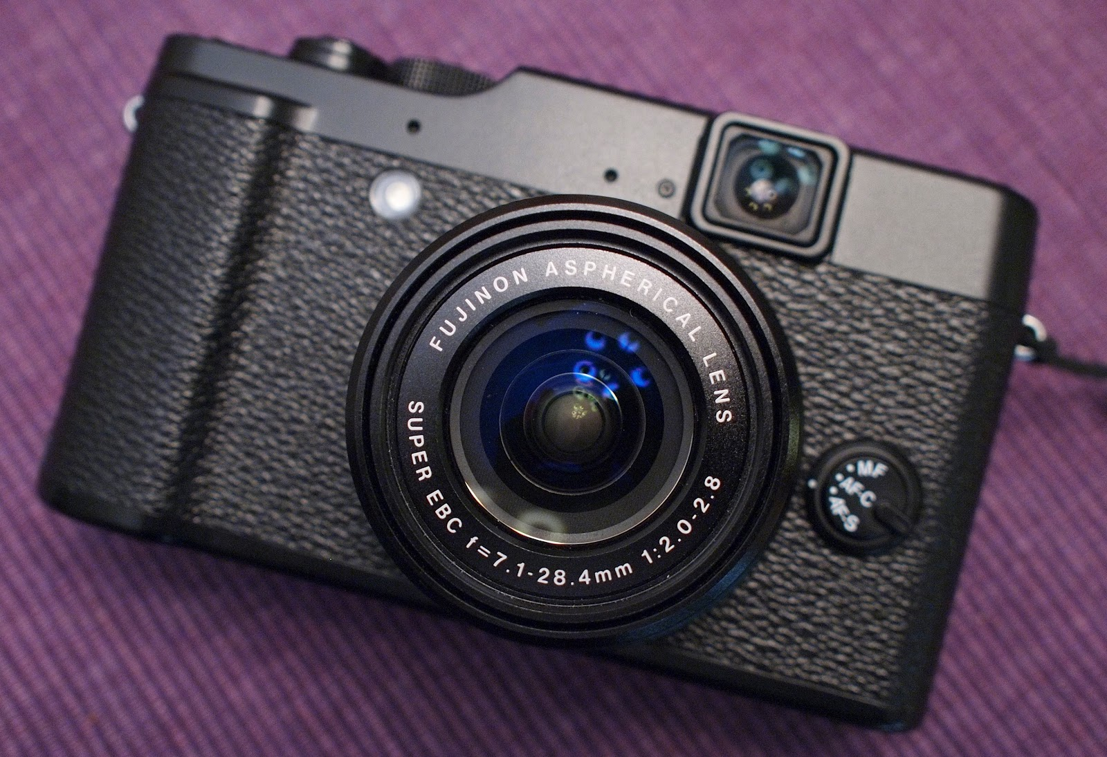 In three weeks time I couldn't quite bond with the X10 like I hoped I  would. On paper and in the flesh the X10 almost seems too good to be true.