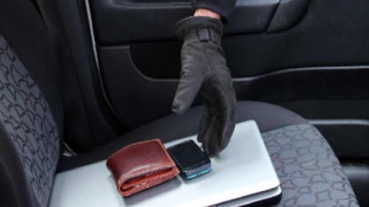 furto protafoglio auto Polizia di Stato