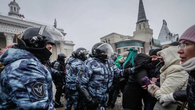Russia expells three diplomats for joining protests in support of Alexei Navalny