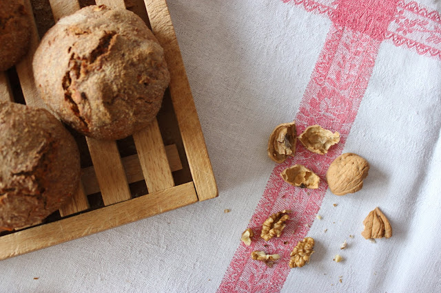 Cuillère et saladier : Petits pains aux noix et aux carottes