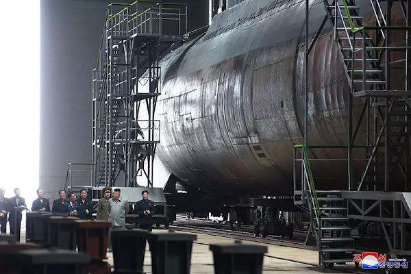 (2) Kim Jong Un inspects newly built submarine, July 2019