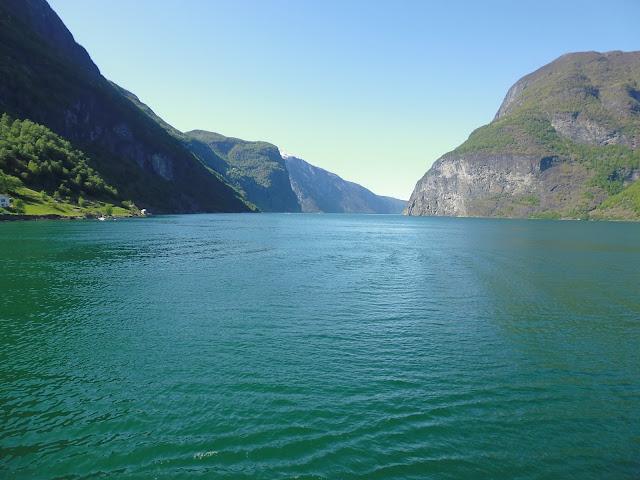 Ruta por los fiordos noruegos con dirección a Gudvangen (@mibaulviajero)