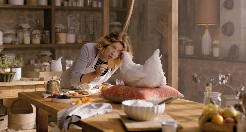 Finocchiaro testimonial Mulino Bianco pubblicità con gallina