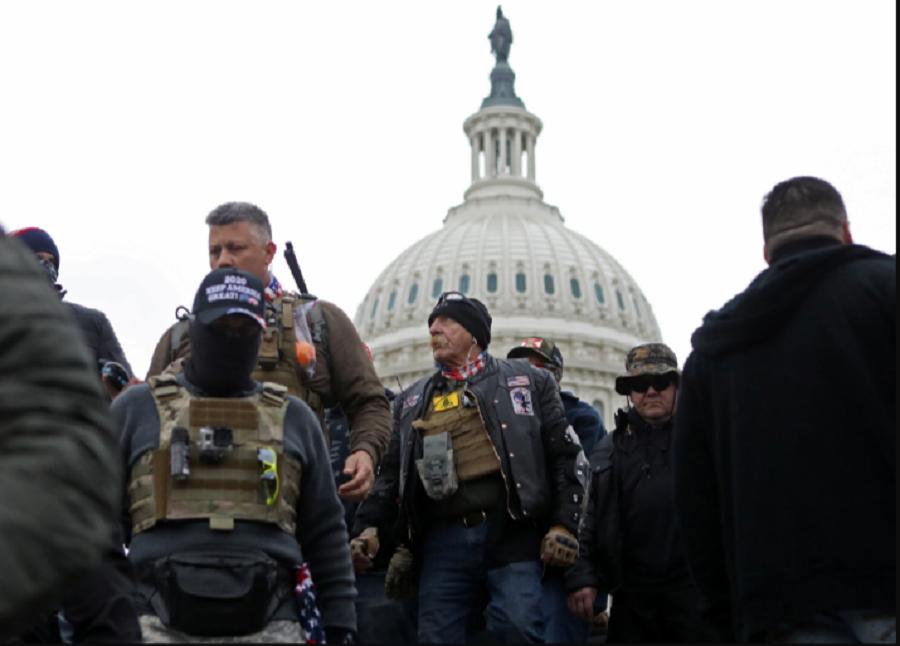 Partidarios del presidente de EE. UU. Donald Trump, se reunieron para protestar en los alrededores del Capitolio en Washington D.C. Enero 10, 2021 / VOA