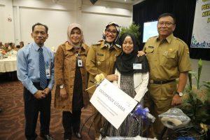 Wakil Walikota Cirebon Memberikan Penghargaan Dan Lepas ASN Yang Sudah Purnabhakti