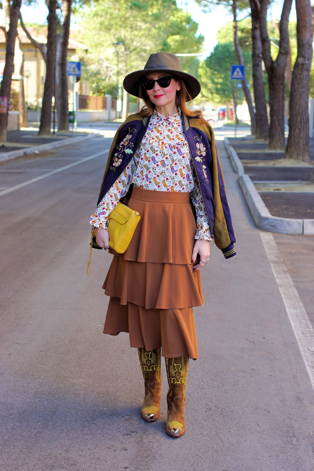 Ruffle skirt, baseball jacket: country mood outfit on Fashion and Cookies fashion blog, fashion blogger style