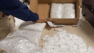 Mulher é presa com 45 mil comprimidos usados no golpe 'Boa Noite Cinderela'