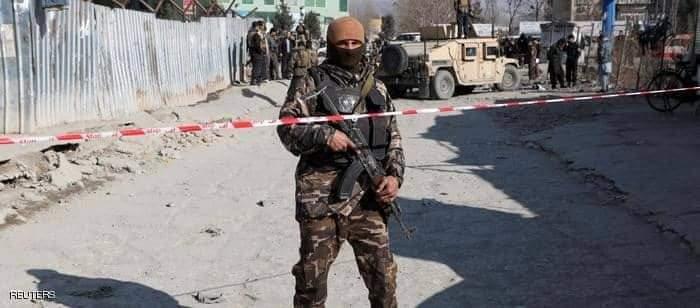 أحد أفراد الشرطة الأفغانيةاثناء  تقتل 11 طفلا شرقي أفغانستان