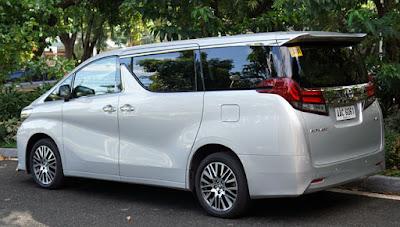 Toyota Alphard MPV side image