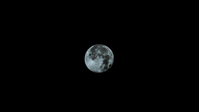 Lua na Escuridão do Espaço