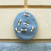 https://laukkumatka.blogspot.com/2019/11/baskerivillesta-paivaa-bee-bonnet.html
