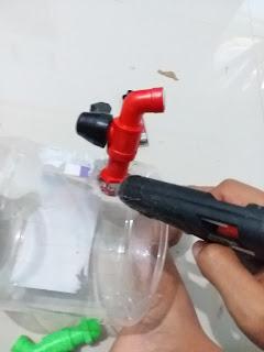 cara buat mudah dispenser dari toples bekas di rumah