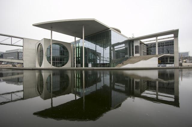 Retro del Palazzo del Reichstag-Berlino