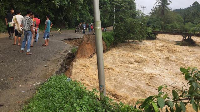 Banjir Bandang Kembali Melanda Solok Selatan, 6 Rumah Hanyut 1 Jembatan Roboh