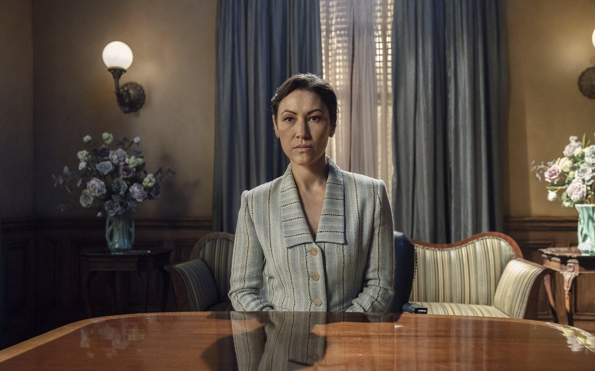 Yumiko y su traje chaqueta pantalón esperan su reunión con la presidenta de la Commonwealth