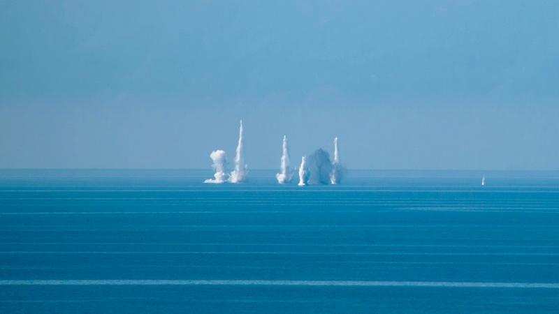 Βολές πυροβολικού στο θαλάσσιο χώρο της παραλίας των Πετρωτών
