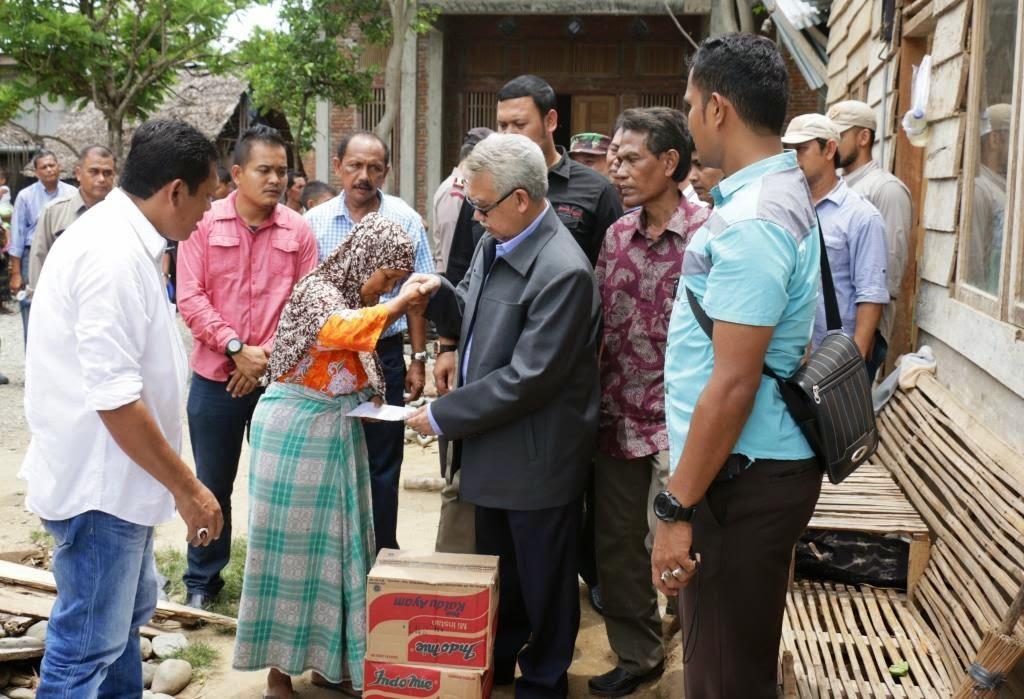 Gubernur Aceh Bantu Korban Angin Puting Beliung