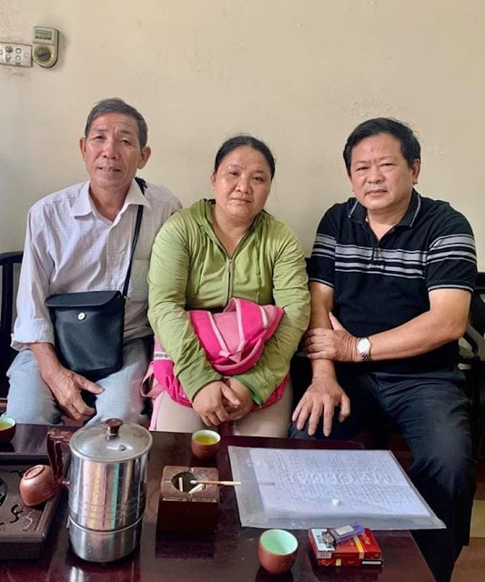 Đang nóng - Tiếp bố con đi khiếu kiện vụ án ở Hà Tĩnh