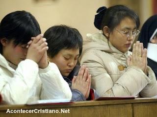 Cristianos chinos orando