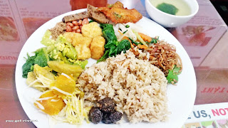 Delicious and Nutritious Vegetarian Food for free in Hanoi, Vietnam