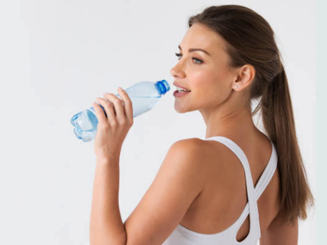 gambar perbanyak minum air mineral setiap hari