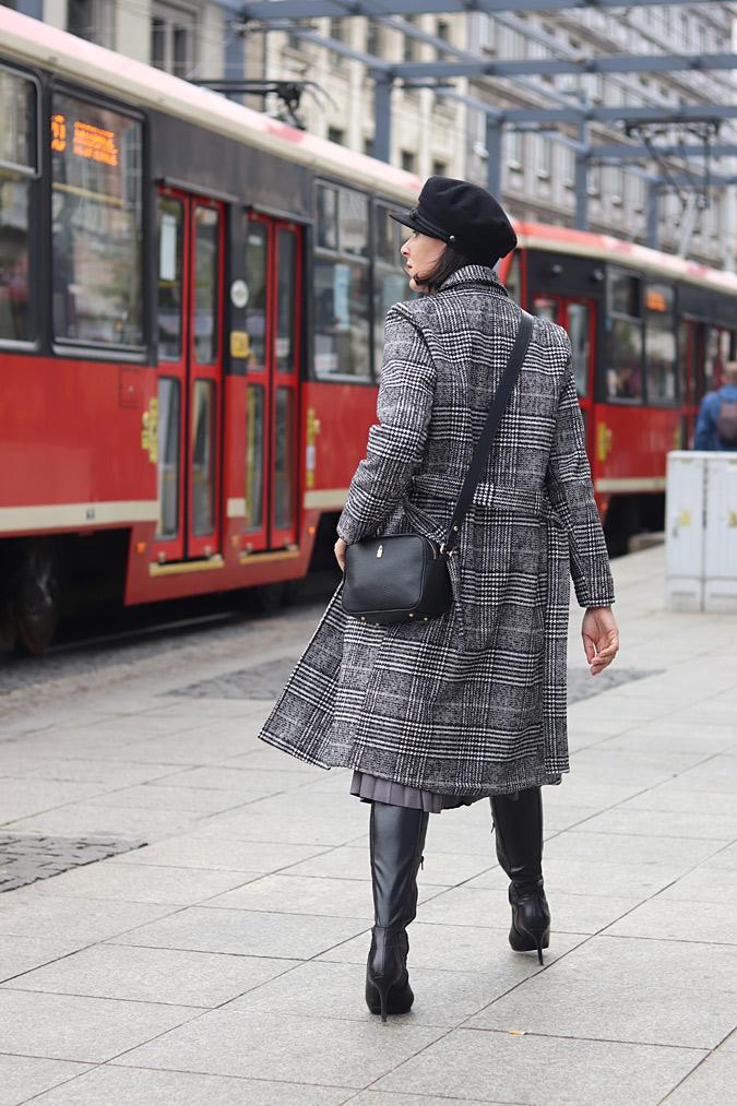 płaszcz w kratę stylizacje 2021 2022