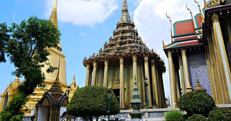 Visiting Bangkoks Grand Palace and Wat Phra Kaew.  Lux ...