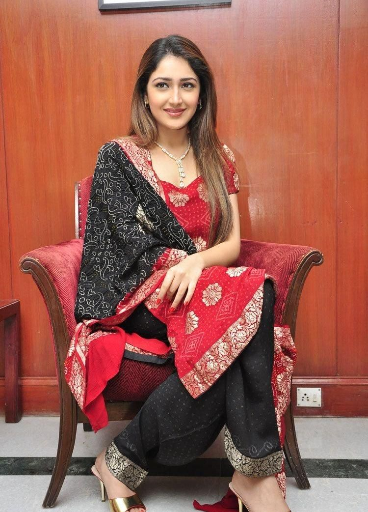 'Shivaay' actress Sayesha Saigal Full HD Photos, PhotoShoot & Wallpapers For Free Download