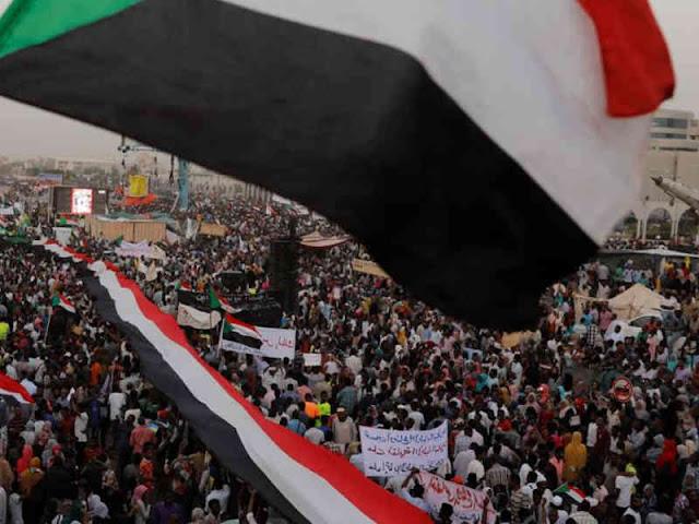 Demonstran Sudan Desak Transisi Kekuasaan Dipercepat Pasca Turunnya Omar al-Bashir