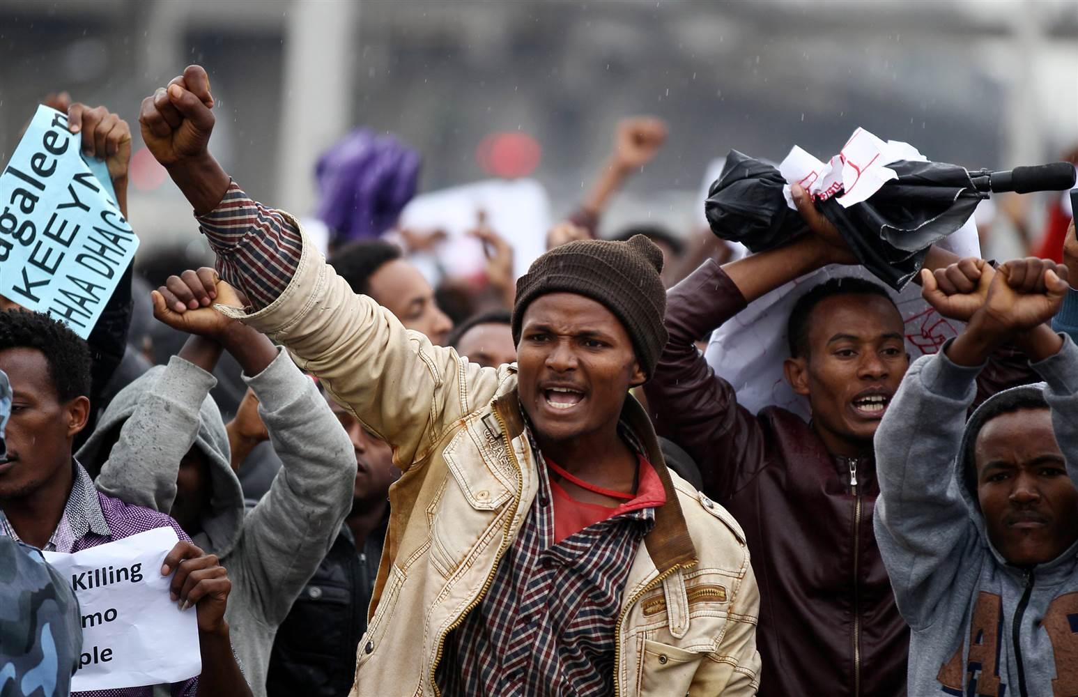 https://1.bp.blogspot.com/-45i14khuPnM/V61gvZyBGPI/AAAAAAAAUEo/9POn-jCMo1kdPnVqUBepe0MBkbjB1oS4ACLcB/s1600/ethiopian%2Bprotesters%2Bin%2Baddis%2Bababa%2B2.jpg