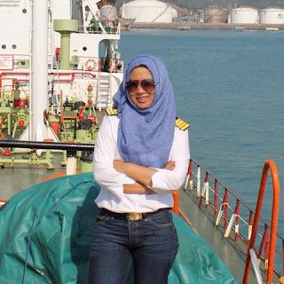 Captain Wanita Pertama Di Kapal Tanker Indonesia Capt. Agustin Fitriyah