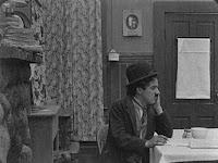 "Кадр из фильма Чарли Чаплина ""Бродяга"" / The Tramp (1915) - 25"