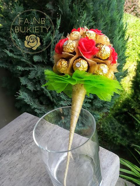 Bukiet z cukierków Ferrero Rocher na sizalowym stożku