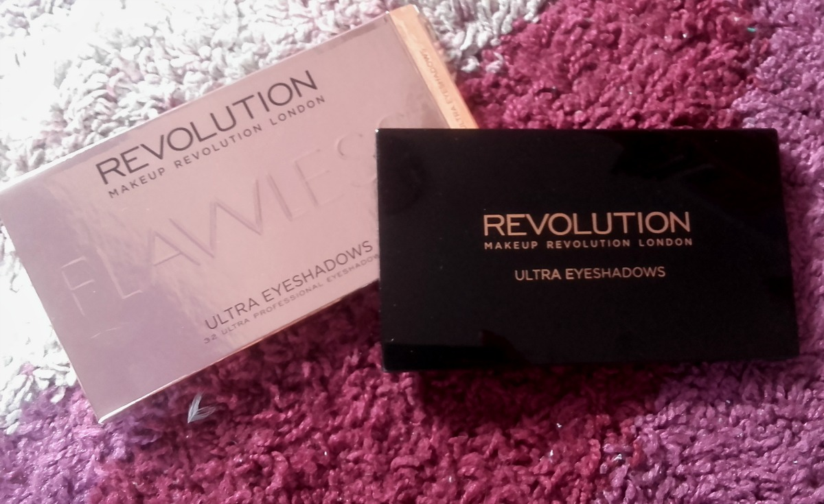 Paletka cieni Makeup Revolution 32 FLAWLESS EYESHADOW