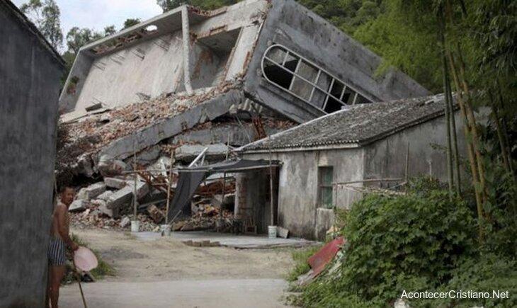 Iglesia destruida por régimen comunista en China