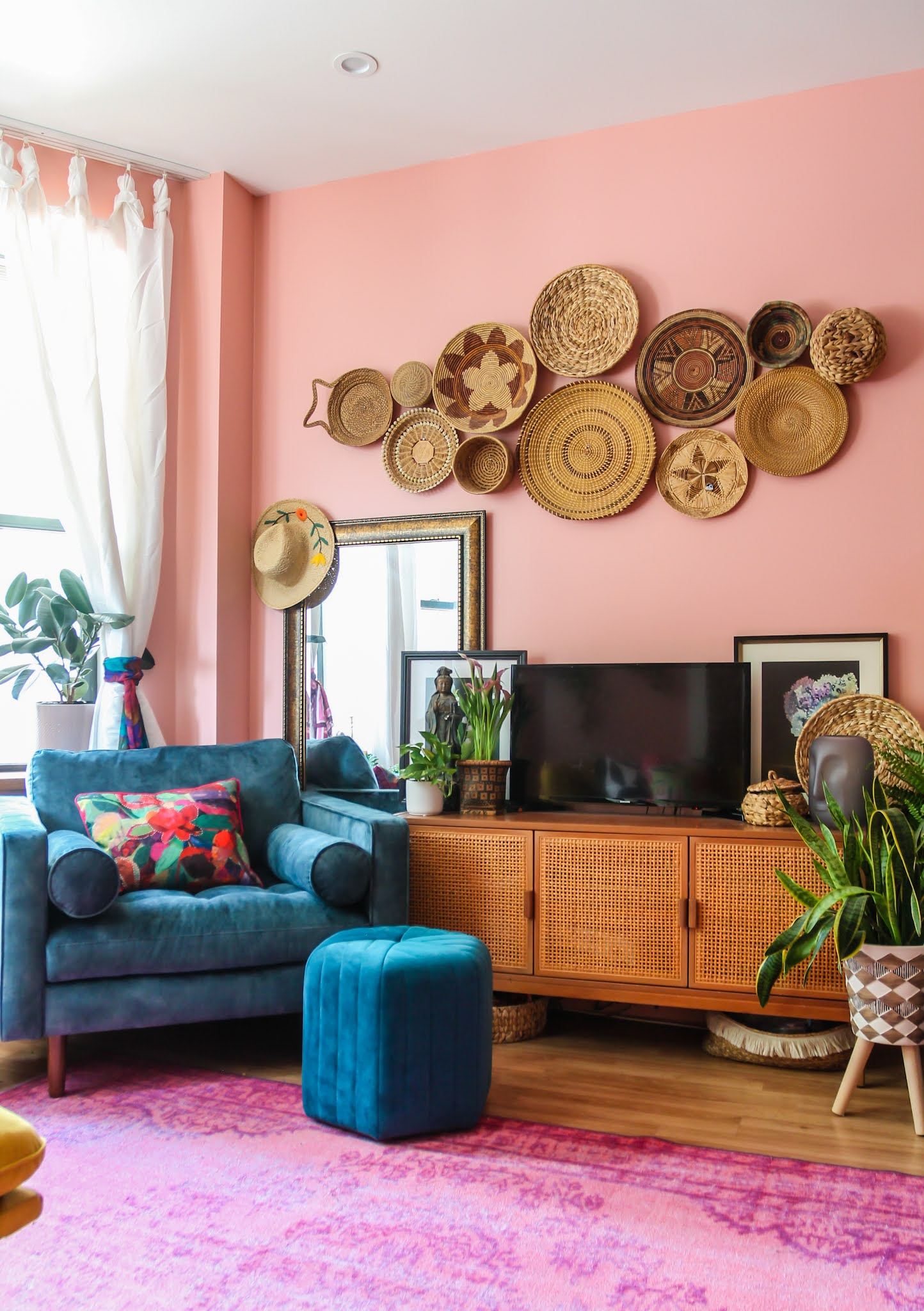 blue velvet chair // colorful homes // pink living room // boho home decor ideas // home decor // maximalist // NYC apartments // colorful maximalist // small space homes // living room decor Ideas // colorful living room // pink and blue living room // basket wall