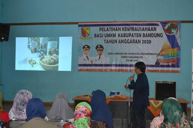 Suasana Pelatihan Kewirausahaan Bersama Kiosagro di GOR Kantor Desa Banjaran