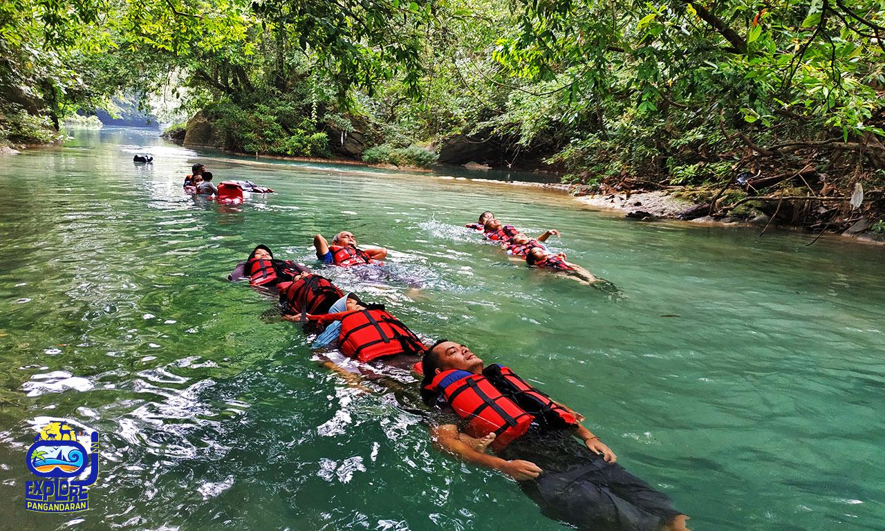 aktivitas body rafting di citumang