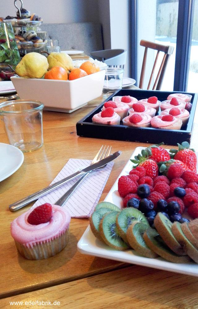 Früchte und Cupcakes beim Frühstück im Bold Hotel in München Giesing