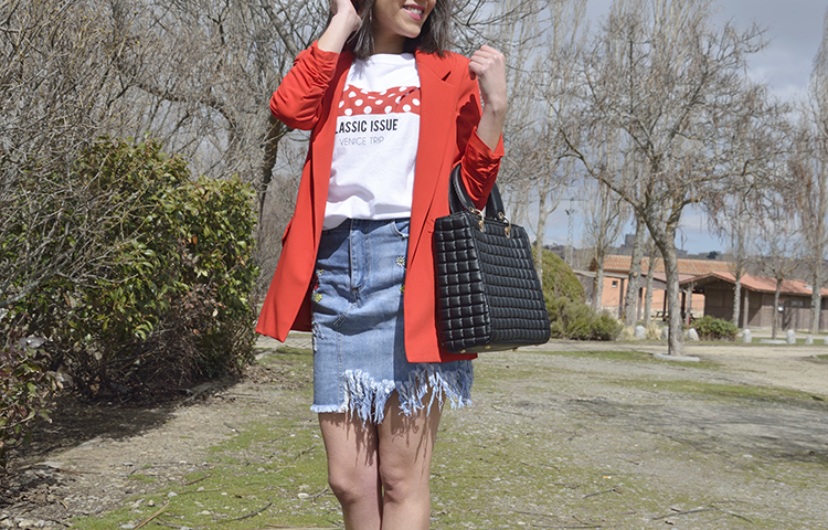 red_blazer_denim_skirt_fashion_tshirt_look_trends_gallery_outfit