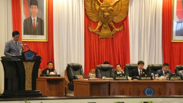 Mantap...!!! DPRD Sulut Mendengarkan Penyampaian LKPJ Gubernur 2016