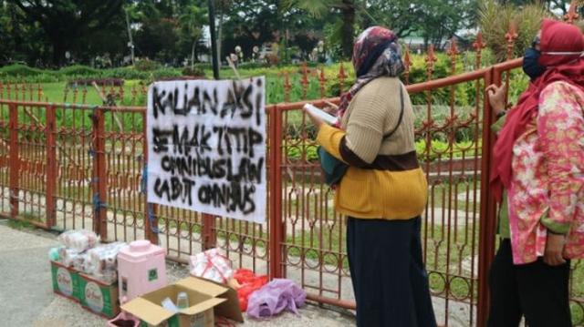 Emak-emak Siapkan Konsumsi Gratis: Emak Titip Omnibus Law Dicabut!