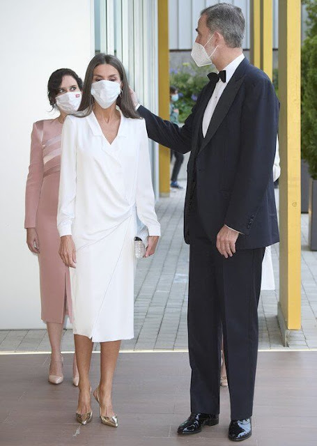 Queen Letizia wore a white Carli dress from LoLa Li. Magrit metallic leather pumps and clutch, Coolook earrings