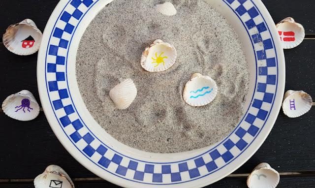 Muschel-Poesie: Mit Muscheln ein einfaches Spiel zum Geschichten-Erzählen basteln. Muscheln mit einfachen Motiven bemalen - und schon ist das Geschichtenerzählen kinderleicht!