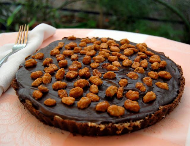 Tarta con Crema de Cacahuete y Cobertura de Chocolate