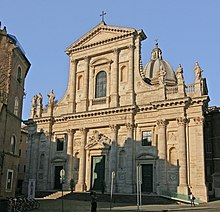 The church of San Giovanni dei Fiorentini overlooks the Tiber