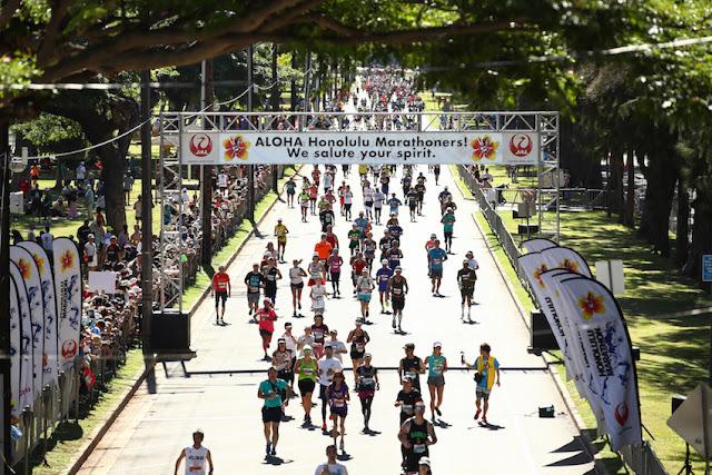 HONOLULU MARATHON DRAWS 26,000 RUNNERS