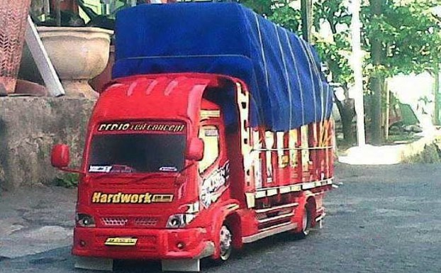 truk miniatur asal malang raya